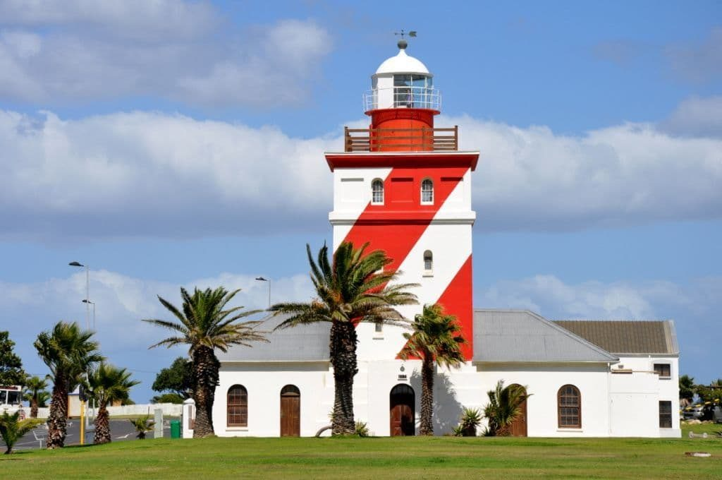 Маяк Моуилл-Пойнт (Mouille Point Lighthouse)