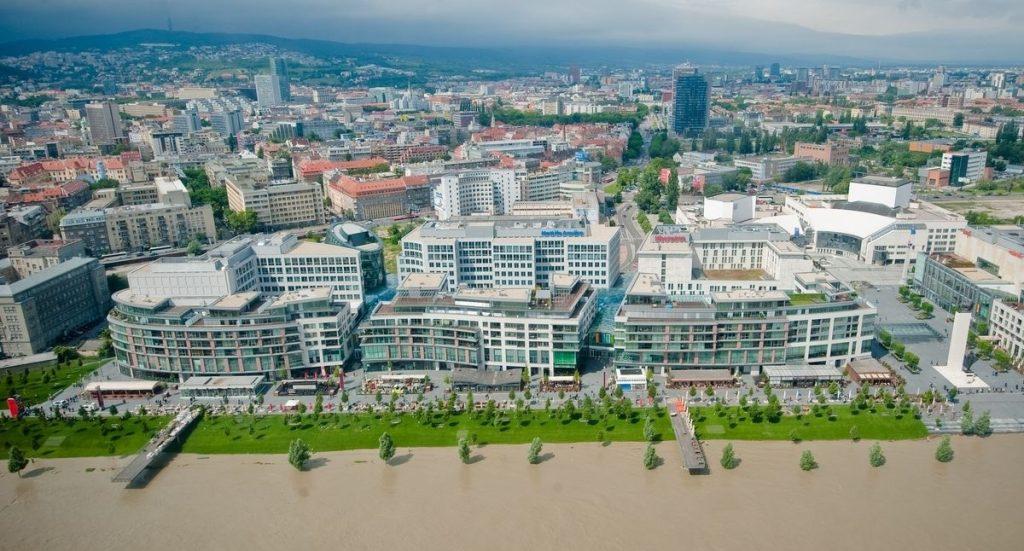 Eurovea --- место проведения ЭКСПО Братиславского марафона (ČSOB Bratislava Marathon) 2019