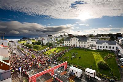 Информационный центр Рейкьявикского марафона (Reykjavíkurmaraþon Íslandsbanka) 2019 недалеко от зоны старта/финиша
