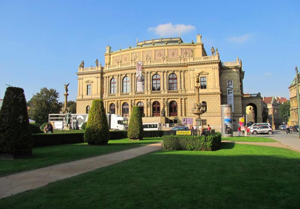 Площадь Яна Палаха (náměstí Jana Palacha) в историческом центре Праги