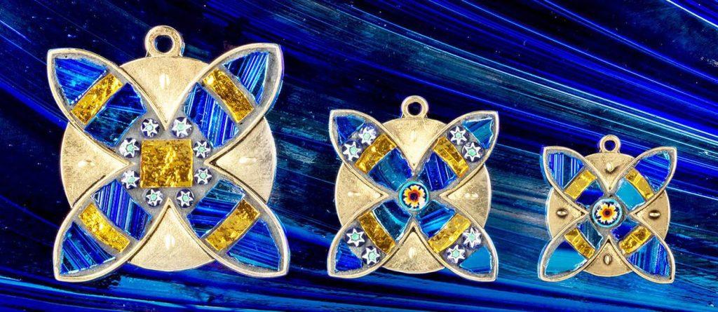 Медали забегов Равеннского марафона (Maratona di Ravenna Città d'Arte) 2019, выполненные вручную художниками равеннской студии Annafietta в стиле византийской мозаики
